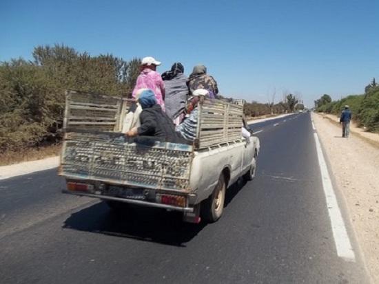 شاحنة لنقل العاملات