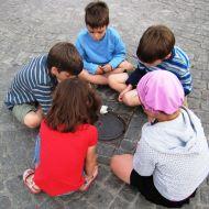 أطفال وهم يلعبون