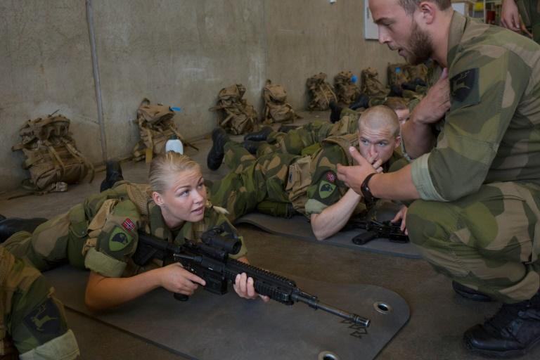 الخدمة العسكرية - المجندات - الجنود - التجنيد