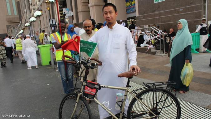 صيني يصل إلى مكة على دراجته لأداء مناسك الحج