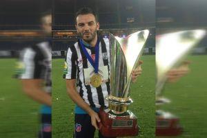 يشتغل كمدرب مساعد :كريم بوزغبة إبن صفاقس يتوج بلقب كأس مع نادي الكويت