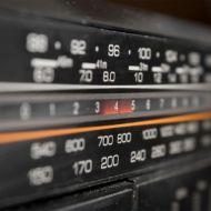 النظام التناظري للبث الإذاعي عبر موجات الـ «FM»