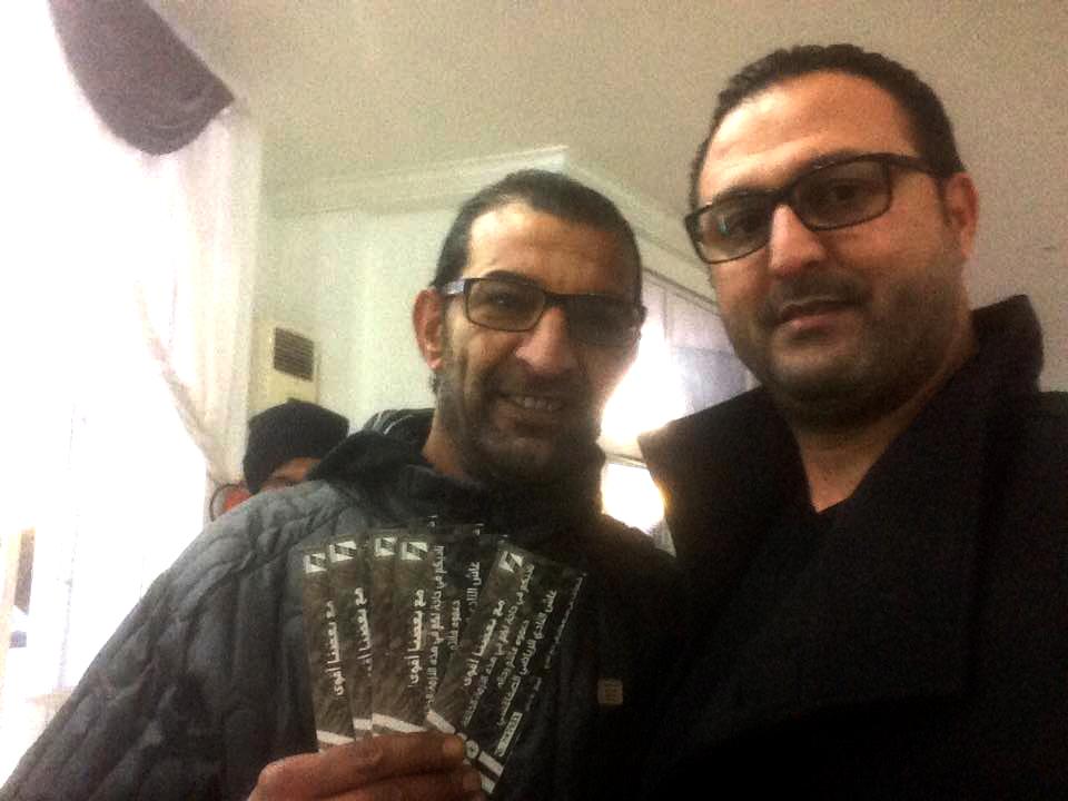اللاعب حافظ الطرابلسي صحبة أحد أحباء النادي الصفاقسي برهان قريش