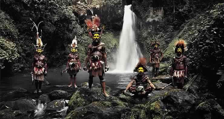 قبائل منعزلة