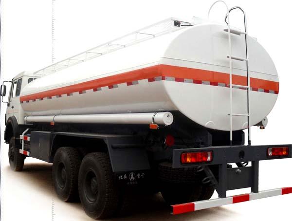 شاحنة تحمل زيت الزيتون