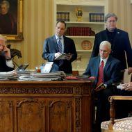 البيت الأبيض - الرئيس الأمريكي دونالد ترامب يتحدث في الهاتف
