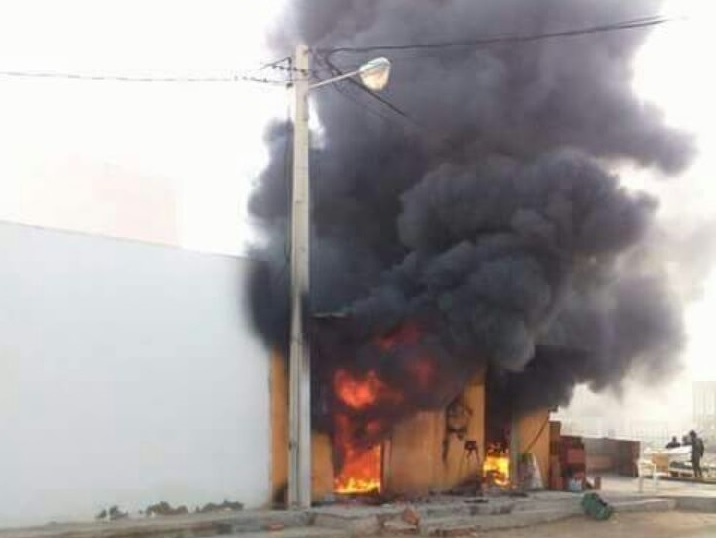 حريق في محل لبيع البنزين المهرب دون تسجيل أضرار بشرية