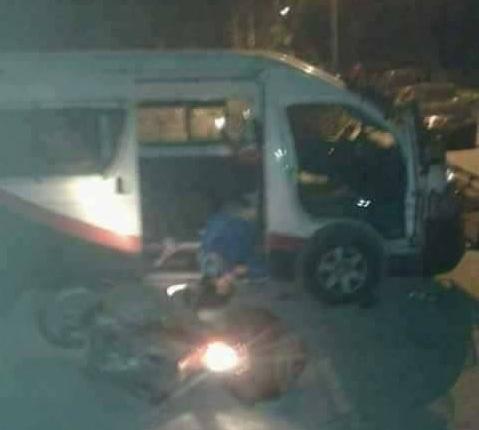 هجوم قبلي - الدراجة النارية قرب سيارة الشرطة