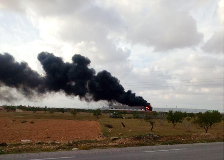 صفاقس : اندلاع حريق في إحدى مصانع البلاستيك