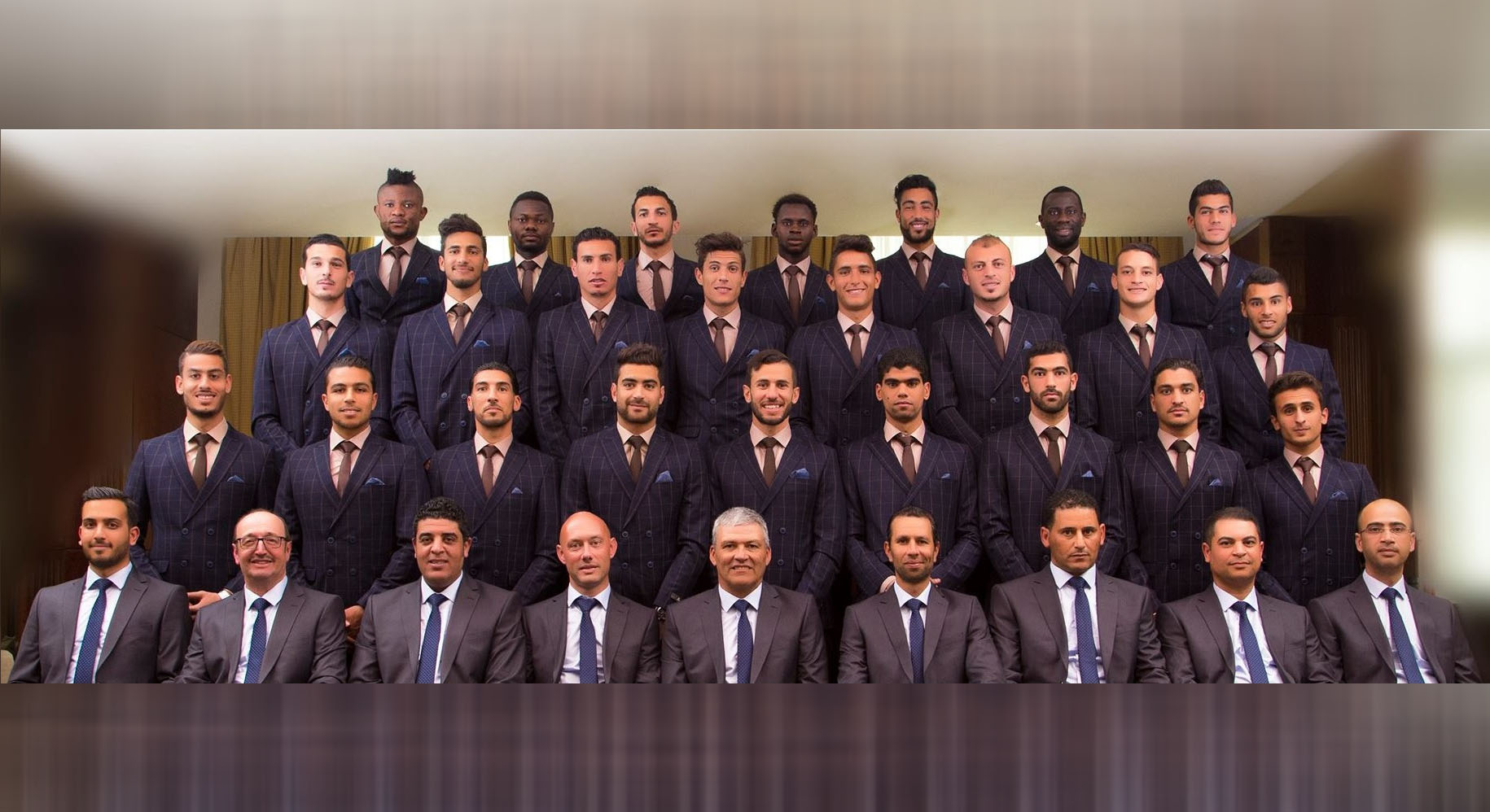 النادي الصفاقسي : صورة جماعية بالبدلة الرسمية