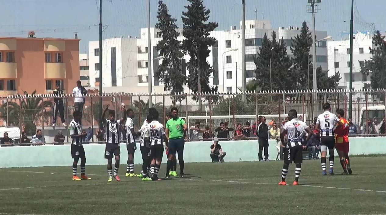 صنف النخبة : احتجاج لاعبي النادي الصفاقسي على المهزلة التحكيمية التي أثثها زهير الفرحاني