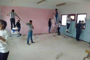 صفاقس : تلاميذ الأولى ثانوي 7 بمعهد حي الحبيب يقومون بتهيئة إحدى القاعات