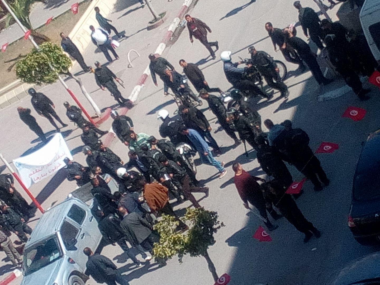 إحتجاج طلبة الحقوق أمام مقر ولاية صفاقس