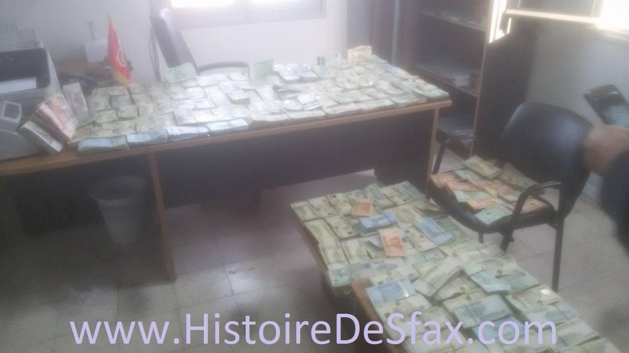 صفاقس : حجز 170 ألف جنيه ليبي داخل سيارة