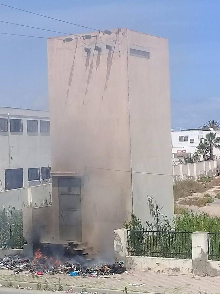صورة اليوم - صفاقس : حريق قرب محطة للكهرباء