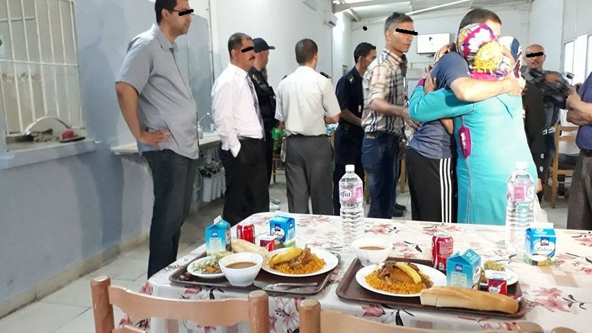 سجن صفاقس : مائدة رمضان تجمع سجناء بعائلاتهم