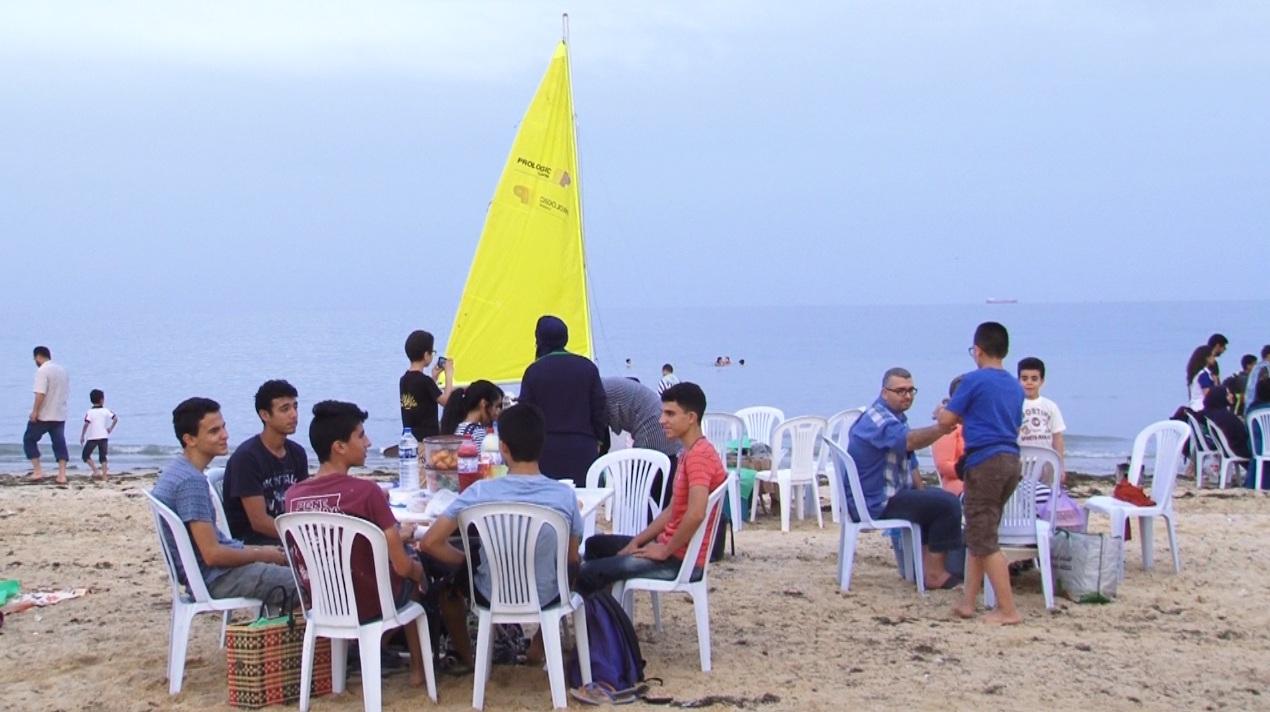تنسيقية البيئة بصفاقس : افطار جماعي حضروه المئات في شاطئ الكازينو