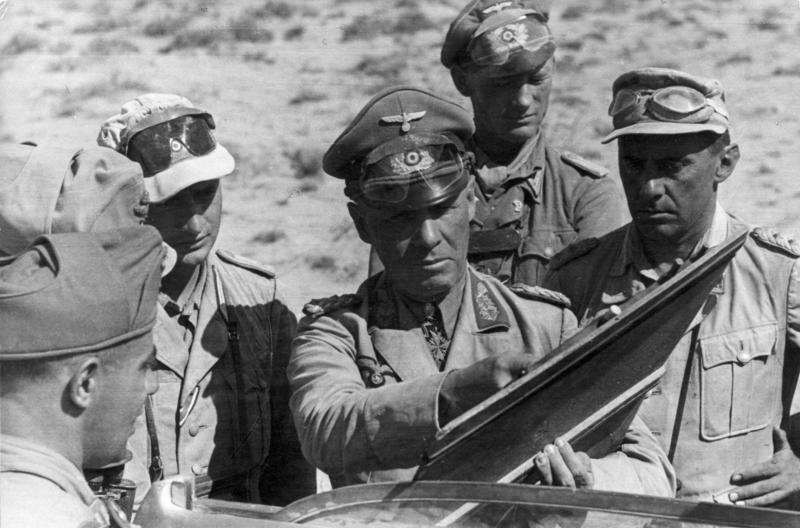 رومل يدير عملياته الحربية في شمال إفريقيا
