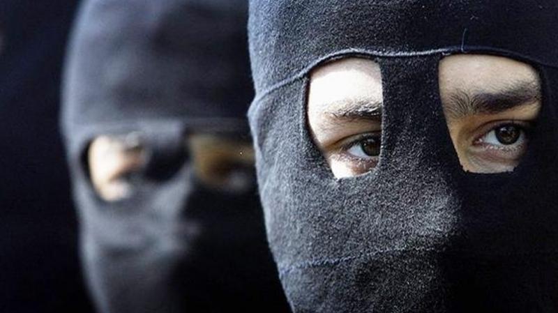سارق - إرهابي - سطو - ملثم
