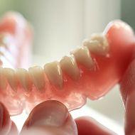 طقم أسنان