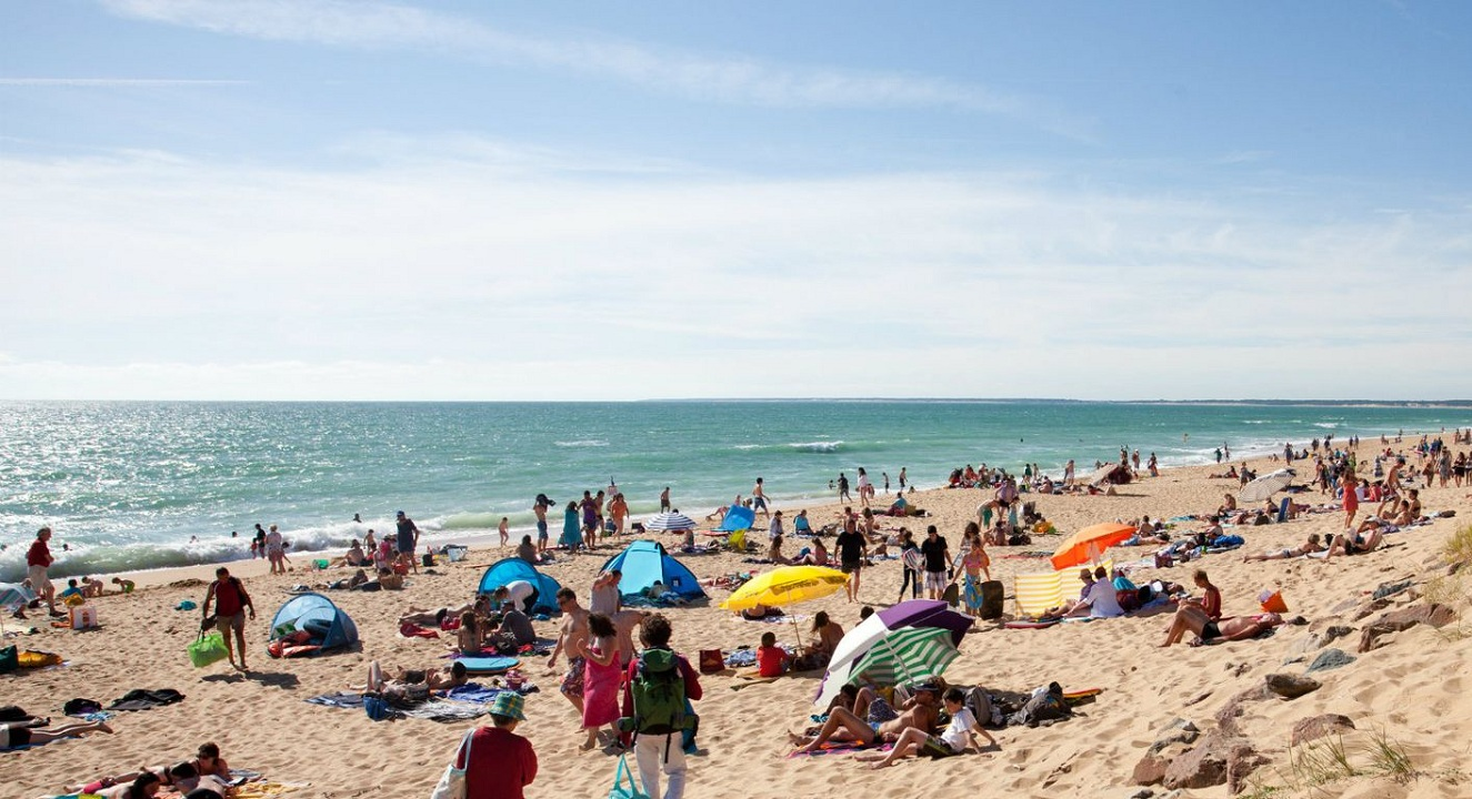 شاطئ - بحر - شمس - فصل الصيف