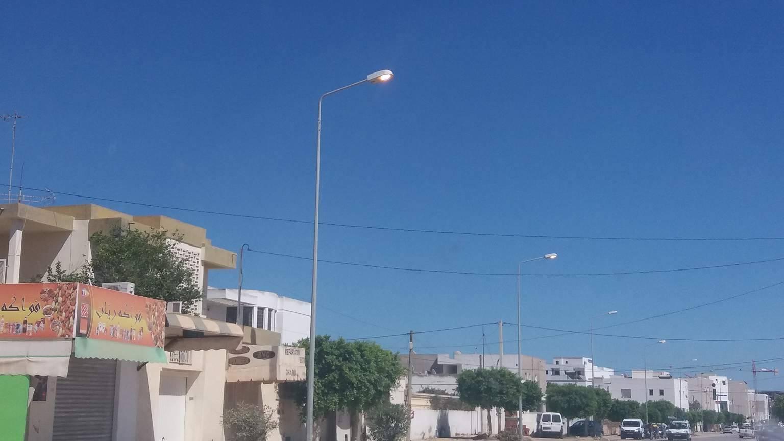 """إلى """"الستاغ"""" : أضواء التنوير العمومي تضيء في الليل والنهار في طريق الأفران"""