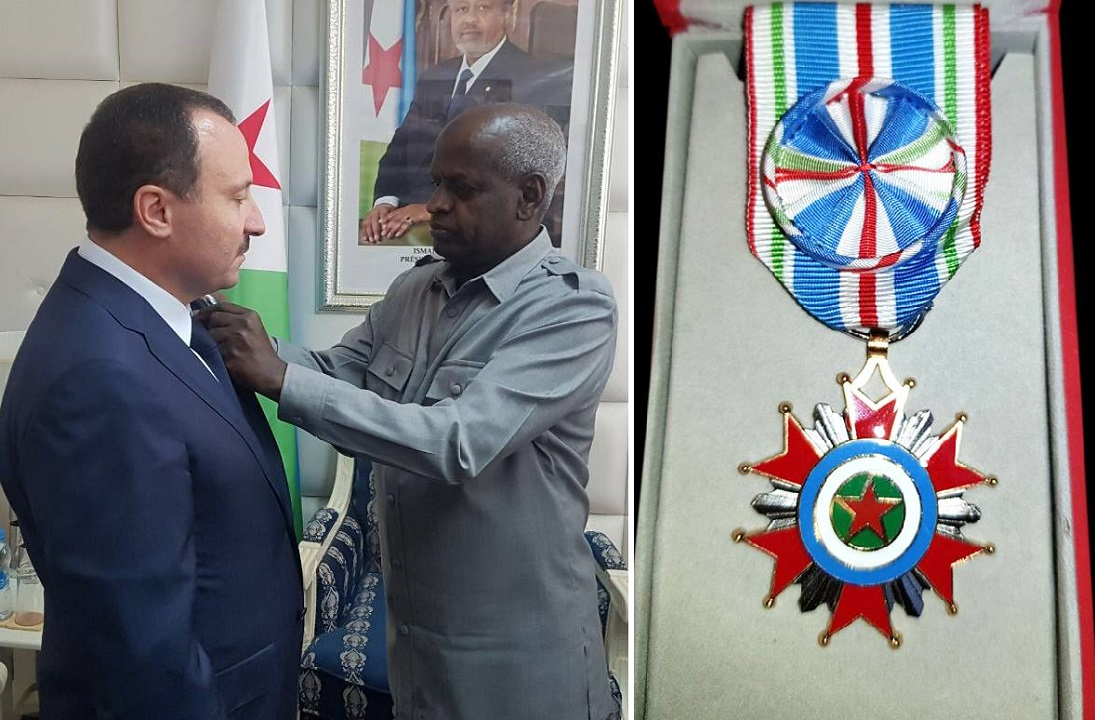 """منتدى الاستثمار جيبتوني / تونس : رئيس جمهورية جيبوتي يمنح """"بسام الوكيل"""" ميدالية الاستقلال لجمهورية جيبوتي"""