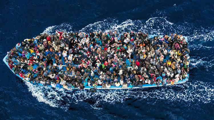قارب صيد - حرقة - الهجرة السرية - الهجرة غير شرعية