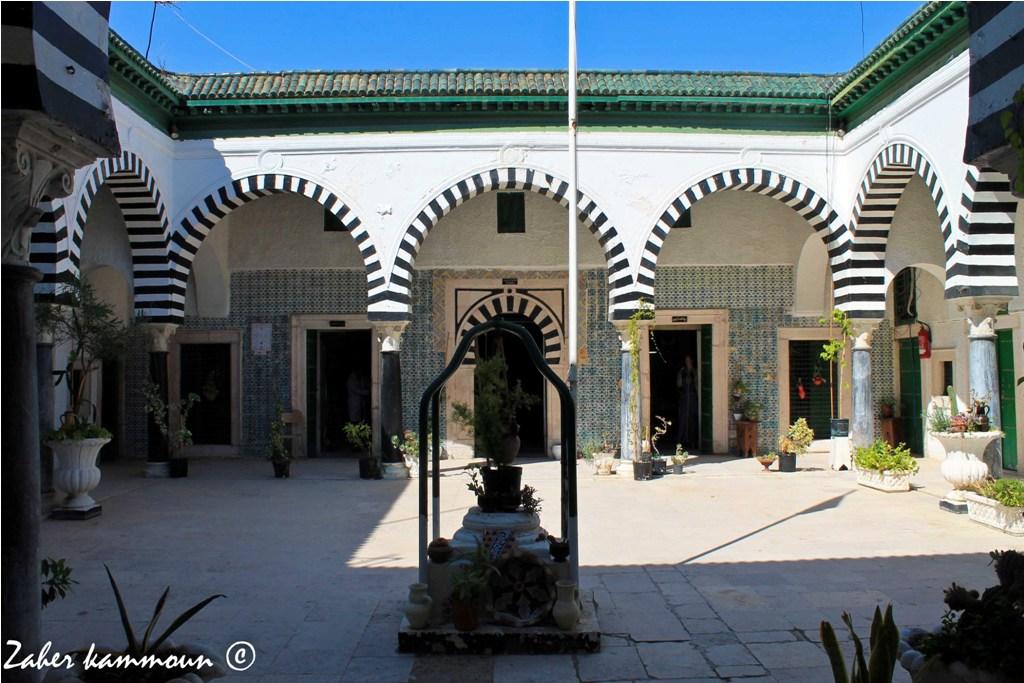 المدرسة الباشية بتونس