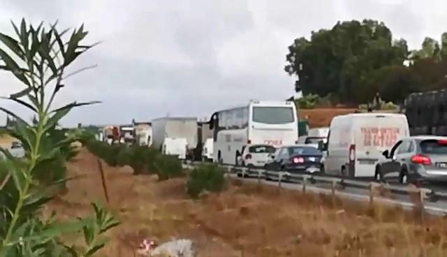 غلق الطريق السيارة صفاقس تونس على مستوى سوسة
