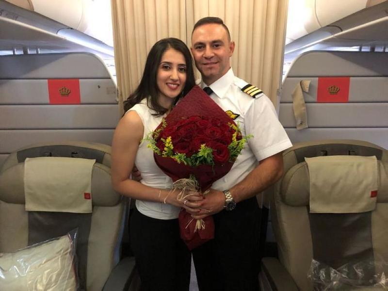 كابتن طائرة يخطب فتاة على متن طائرة الملكية الأردنية