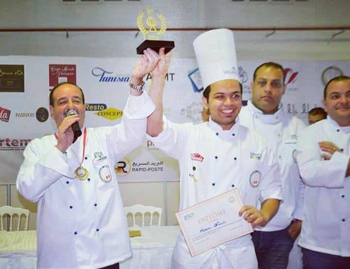 """أصيل منطقة """"الرملة"""" بقرقنة : الشاب """"حسان القعبي"""" يتوج بأفضل """"مرطبات"""" في مسابقة لفن الطهي"""